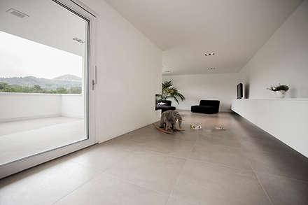 Haus S / Konzept, Interieur  Und Möbeldesign: Minimalistische Wohnzimmer  Von 22quadrat