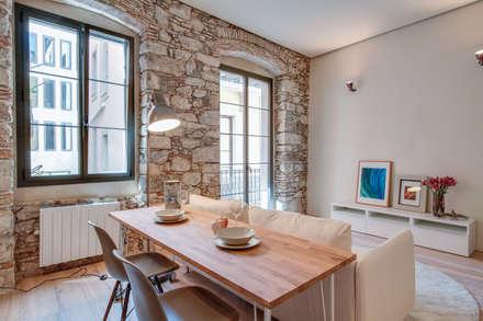 LOFTS GIRONA: Comedores de estilo mediterráneo de Lara Pujol  |  Interiorismo & Proyectos de diseño