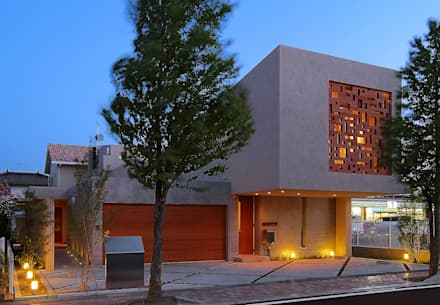 Like a Barragan: アースワーク一級建築士事務所が手掛けた家です。