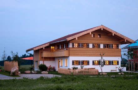 Ostseite: landhausstil Häuser von w. raum Architektur + Innenarchitektur