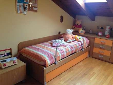 Realizzazione zona letto: Stanza dei bambini in stile in stile Moderno di JP.design