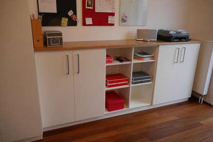 home office: minimalistische Ankleidezimmer von teamlutzenberger