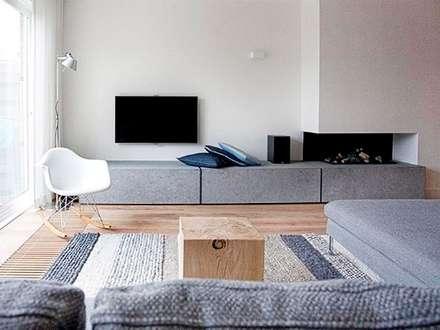 Slim maatwerk: moderne Woonkamer door Jolanda Knook interieurvormgeving