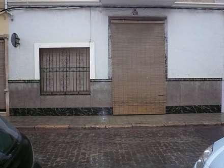 Reforma integral casa de pueblo: Casas de estilo moderno de Aris & Paco Camús