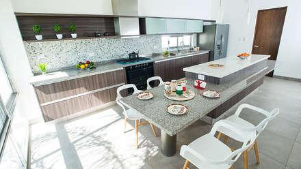 Privada El Secreto: Cocinas de estilo moderno por Ancona + Ancona Arquitectos