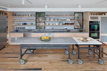Cliff Dwelling: eclectic Kitchen by Specht Architects
