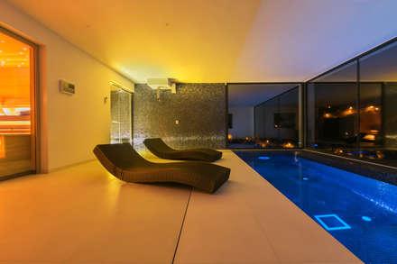 CASA SV II: Spa de estilo minimalista de RM arquitectura