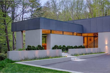 Weston Residence: modern Houses by Specht Architects
