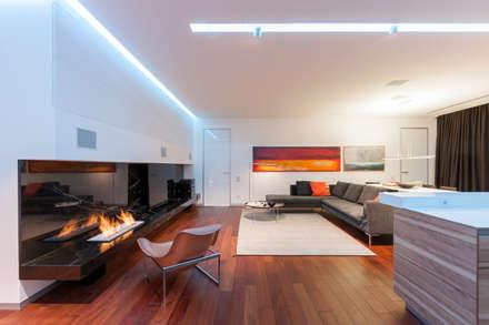 apartment V-21: minimalistic Living room by VALENTIROV&PARTNERS