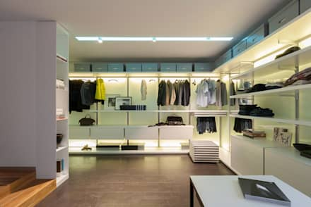 apartment V-21: minimalistic Dressing room by VALENTIROV&PARTNERS