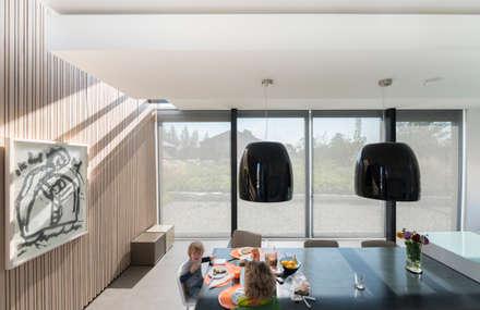 Verdiepte woonkeuken: minimalistische Keuken door Architect2GO