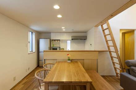 旧軽井沢の家: 光風舎1級建築士事務所が手掛けたダイニングです。