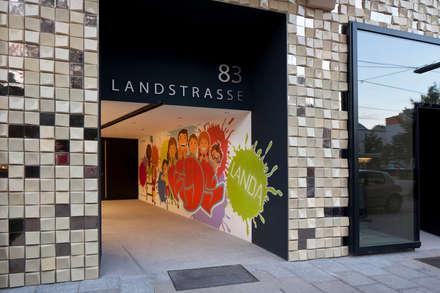 Fassadenfliese und Graffiti:  Wände von schröckenfuchs∞architektur