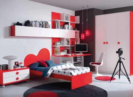 Dormitorio infantil con cabecero forma corazón: Dormitorios infantiles de estilo moderno de CREA Y DECORA MUEBLES