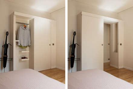 Le dressing: Chambre de style de style Moderne par MELANIE LALLEMAND ARCHITECTURES