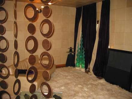 sala musica: Sala multimediale in stile  di Rizzo 1830