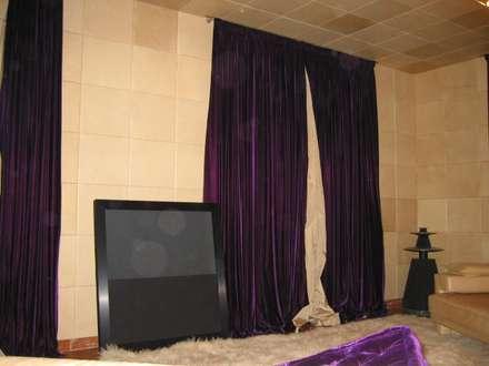 Sala  Musica abitazione privata: Sala multimediale in stile  di Rizzo 1830