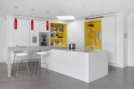 E2 PAVILION ECO HOUSE, BLACKHEATH: modern Kitchen by E2 Architecture + Interiors