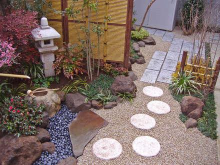 Giardino in stile in stile Eclettico di 新美園