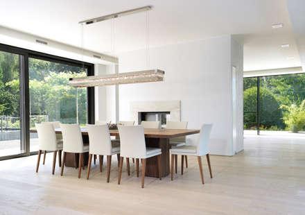 hochwertiges Einfamilienhaus: ausgefallene Esszimmer von 21-arch GmbH