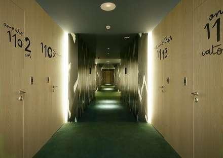 HOTEL PUERTA AMERICA, Madrid, Habitación Estudio Mariscal-Fernando Salas: Ventanas de estilo  de RAFAEL VARGAS FOTOGRAFIA SL
