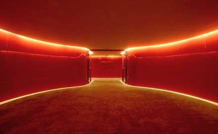 HOTEL PUERTA AMERICA, Madrid, Habitación Marc Newson: Ventanas de estilo  de RAFAEL VARGAS FOTOGRAFIA SL
