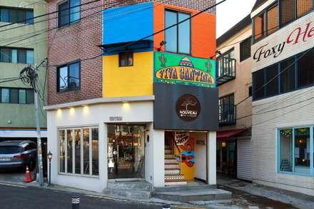 파사드와 출입구 계단실: Design m4의  레스토랑