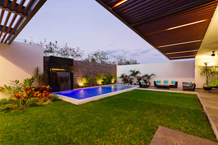 modern Pool by Enrique Cabrera Arquitecto