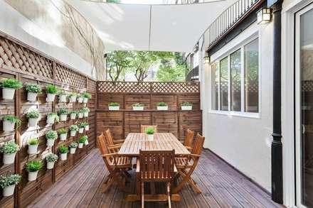 Terraza: Jardines de estilo moderno de Time2dsign
