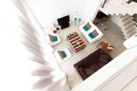 CASA HARAS SANTA MARIA: Livings de estilo moderno por Estudio Arqt
