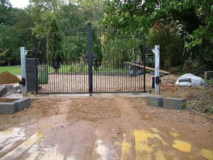 Automatic remote controlled steel gates: eclectic Garage/shed by AGD Systems