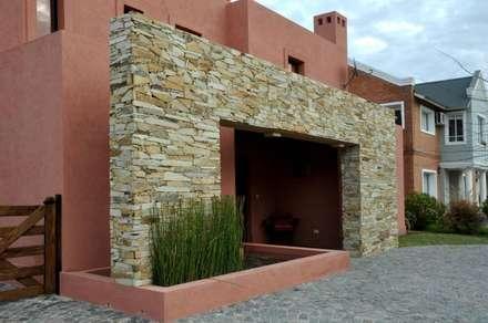 colonial Houses by Desarrollos Proyecta