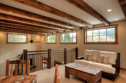 Lucky 4 Ranch:  Corridor & hallway by Uptic Studios