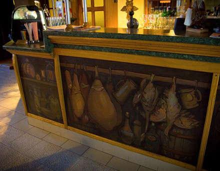 """Роспись барной стойки в ресторане """"Сова"""" : Столовые комнаты в . Автор – Sergei Zyrianov"""