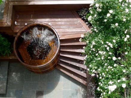 Northern lights Hot Tubs and Saunas: mediterranean Pool by Cedar Hot Tubs UK