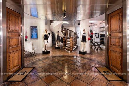 Commercial Design: Negozi & Locali commerciali in stile  di Mario Marino