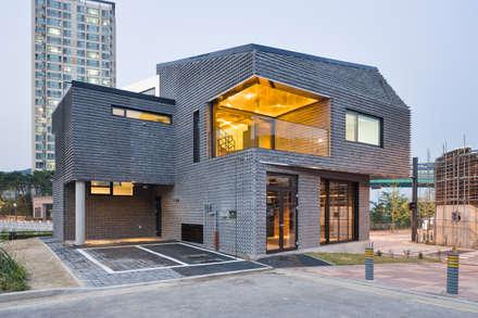 Scale-ing House: JOHO Architecture의  주택