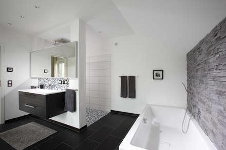 aveo ein echter hingucker die steinwand im badezimmer moderne badezimmer von fingerhaus gmbh - Badezimmer Bilder