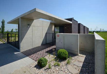 FAMILY HOUSE IN OŘECH,CZECH REPUBLIC: minimalistic Houses by MARKÉTA CAJTHAMLOVÁ, ARCHITEKTONICKÁ PROJEKČNÍ KANCELÁŘ