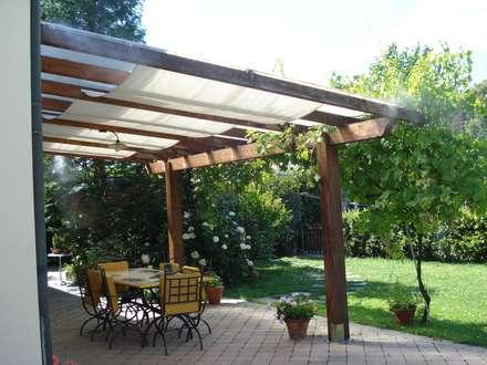 CASTELFALFI: Giardino in stile in stile Rustico di Freezanz System srl