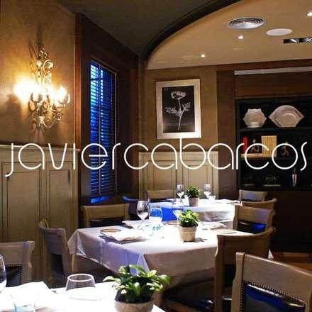 COTO REAL asador & restaurante: Bares y Clubs de estilo  de JAVIER CABARCOS