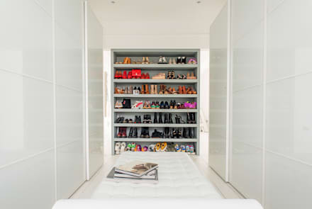 Walk in closet de estilo  por Holland and Green