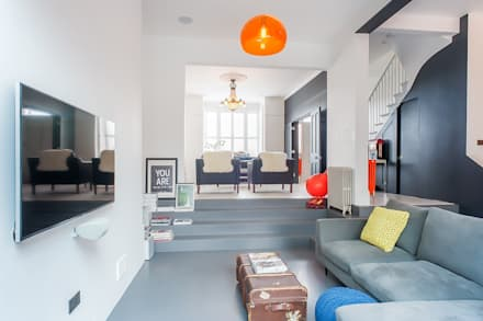 Full House Renovation with Crittall Extension, London: eclectic Living room by HollandGreen