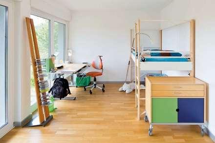 Frei geplantes Kundenhaus - Kinderzimmer:  Kinderzimmer Junge von FingerHaus GmbH
