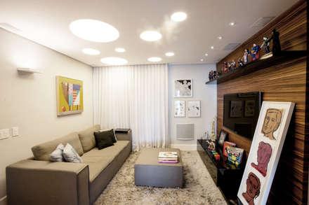 modern Media room by Casa 2 Arquitetos