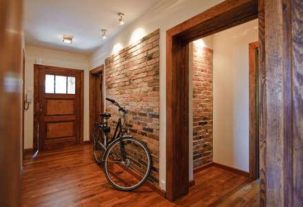 MIESZKANIE : styl , w kategorii Korytarz, przedpokój i schody zaprojektowany przez IMPAST