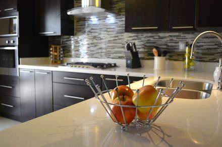 Cocina Thermofoil Espresso  7: Cocinas de estilo moderno por Toren Cocinas