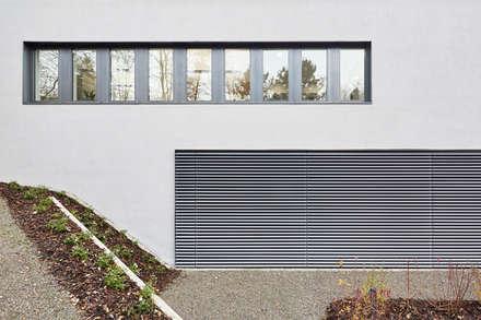 Hospitales de estilo  por Architekten + Partner Dannien Roller BDA