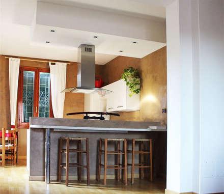 VIA RIMESSE, BOLOGNA: Cucina in stile in stile Moderno di Studio Ethos Project