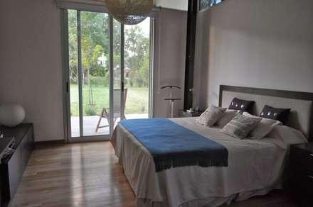 PROYECTO LANFRANCO: Dormitorios de estilo clásico por Baltera Arquitectura
